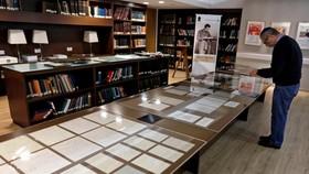 為了慶祝愛因斯坦140歲生日到來,希伯來大學公開展出他的110份手稿。(圖源:互聯網)