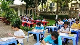 各郡縣學生參加繪畫比賽。