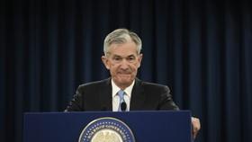 3月20日,在美國首都華盛頓,美國聯邦儲備委員會主席鮑威爾在新聞發佈會上講話。(圖源:新華社)