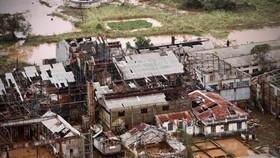 """2019年3月20日,在熱帶氣旋""""伊代""""肆虐後,莫桑比克中部布茲(Buzi)一座損毀的工廠。(圖源:AFP)"""