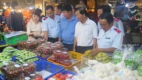 採取更為嚴格的食品控制,以確保消費者權益及國民健康。(示意圖源:玉兒)