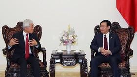 政府副總理王廷惠(右)接見日本控股集團高級執行經理Nobiru Adachi。(圖源:VGP)