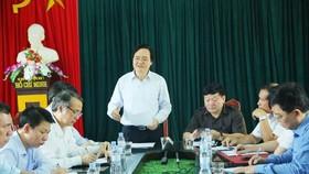 教育培訓部長馮春迓(中)在會議上發表指導意見。(圖源:香阮)