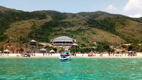 芳梅半島的奇戈灘碧水白沙,美麗動人。