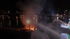 消防隊聞訊後趕抵現場滅火。(圖源:視頻截圖)