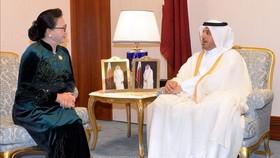 國會主席阮氏金銀(左)會見卡塔爾總理。(圖源:越通社)