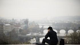 眾人儘管生活富裕,但總是感到孤單。(示意圖源:互聯網)