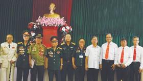 各位代表與華運武裝力量聯絡組組員合影。