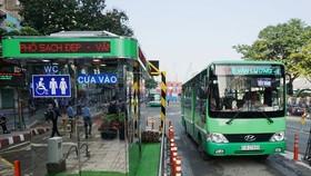 巴士站附近如能設置摩托車存車場,將會提高公共客運量。(圖源:嘉明)