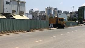 項目圍蔽佔用陳榴街全部 人行道。(圖源:L.P)