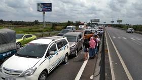 8輛車追尾事故現場。(圖源:黎郎)