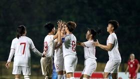 越南球員們慶賀進球扳平1-1。(圖源:VFF)