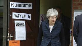 英國首相特蕾莎‧梅現身票站。