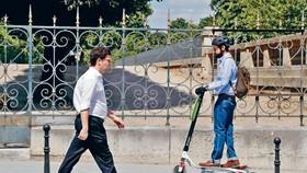 法國9月起將禁止電動踏板車上人行道。(圖源:AFP)