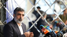 伊朗原子能組織發言人別魯茲‧卡馬萬迪(Behrouz Kamalvandi)稱,根據伊朗最高國家安全委員會的決定,伊朗當天已將豐度為3.67%的濃縮鈾產量提升4倍。(圖源:互聯網)