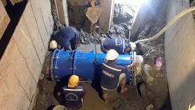 一旦出現有關水壓和流量異常跡象,供水管道在線檢測系統將發出警報並協助供水部門職員及時處理故障。(圖源:陳杜)