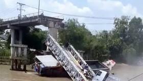 新義橋中間橋段倒塌現場。