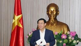 政府副總理、政府融入國際經濟跨部門指委會主任王廷惠在會議上發言。(圖源:誠鐘)