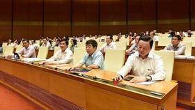 國會代表按鈕通過監察專題。(圖源:潘草)