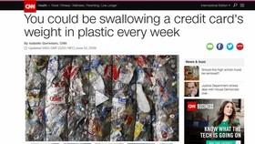 美國有線電視新聞網(CNN)12日援引澳大利亞紐卡斯爾大學一項新研究警告稱,全球人均每週攝入5克塑料,相當於一張信用卡的重量。(圖源:CNN報道截圖)