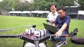 圖為市百科大學研究小組研發的殺蟲劑噴射飛機。(圖源:NT)