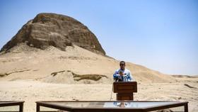 6月28日,在埃及法尤姆,埃及文物部長哈立德·阿納尼在儀式上講話。(圖源:新華社)