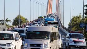 高峰時段檳椥迪廟橋改為單向車道以緩解堵車情況。(圖源:越快訊)