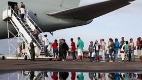 200多名委內瑞拉移民與難民離開巴西與委內瑞拉邊境附近的羅賴馬州首府博阿維斯塔,前往巴西國內的其他城市進行重新安置。(圖源:聯合國難民署)