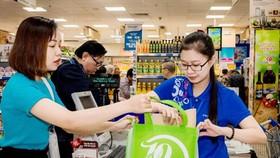 西貢商業聯合合作社(Co.op Mart)鼓勵客戶到超市購買時使用環保布袋。