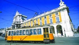 里斯本特色的黃色小電車。(圖源:互聯網)