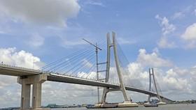 連接同塔省勒禾縣與芹苴市禿諾郡的環貢大橋。