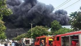 市消防警察力量在福門縣二春工業區滅火。