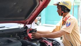 杜晉達大尉經常為在路上死火的車輛免費充電。