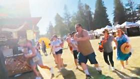 美國加州吉爾羅伊大蒜節活動28日發生槍擊案,現場民眾聽到槍聲趕緊逃命。(圖源:路透社)