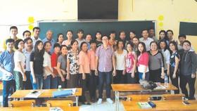 該學系已於日前往滀臻省阮氏明開高中學校開辦滀臻華文教師培訓班。