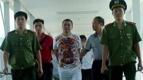 我國警方配合中方警察將潛逃中國後被捕的逃犯引渡回國受審。(圖源:B.C)