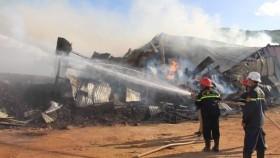 消防隊趕抵火警現場滅火。(圖源:吉雄)