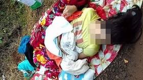 臨盆孕婦韋氏燕遭司機途中遺棄,躺在地面上。(圖源:T.Quyên)