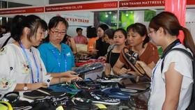 越南鞋子一直是中國-東盟博覽會越南館的亮點。