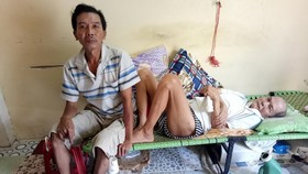 梁國輝腳趾壞死,父親則臥病在床。