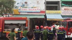 消防隊聞訊後趕抵現場展開滅火和營救行動。(圖源:黃順)