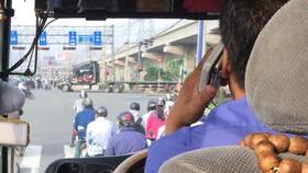 這是我們之前在某天上午7時許,乘坐車牌編號53N-4339巴士所拍到的圖片。