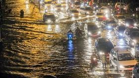 平盛郡的阮友景街嚴重受淹。(圖源:瓊陳)