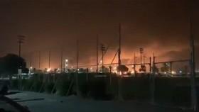 沙特兩處石油設施受無人機攻擊,其中遇襲設施是全球最大煉油廠,火勢已受控。(圖源:互聯網)