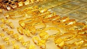 昨(16)日,各金店一律把SJC黃金每兩價格調升至4200萬元,比上週末上漲15萬至20萬元。(示意圖源:互聯網)