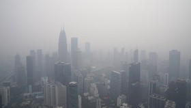 當地時間9月18日,受印度尼西亞持續森林火災,馬來西亞吉隆坡出現嚴重空氣污染。(圖源:AP)
