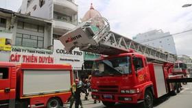 消防隊聞訊後趕抵現場展開滅火和營救行動。(圖源:明嚴)