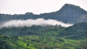 玉靈山帶有神秘之美。