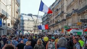 """9月21日,""""黃背心""""運動第45週,大量示威者湧上巴黎街頭。(圖源:IC Photo)"""