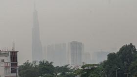 本市多個區域被濃厚的大霧籠罩,天氣比平日更涼。(圖源:周俊)